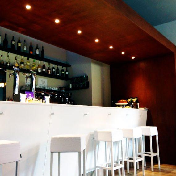 Diseño y reforma del bar «La Mariskeria» de Egia
