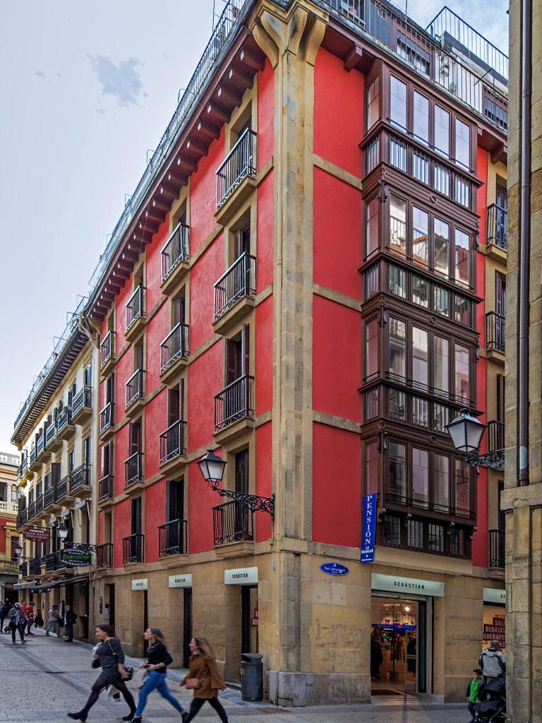 Reforma de miradores y fachada en C/Embeltran